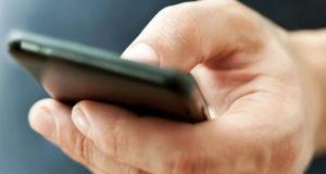 744546-smartphonehand